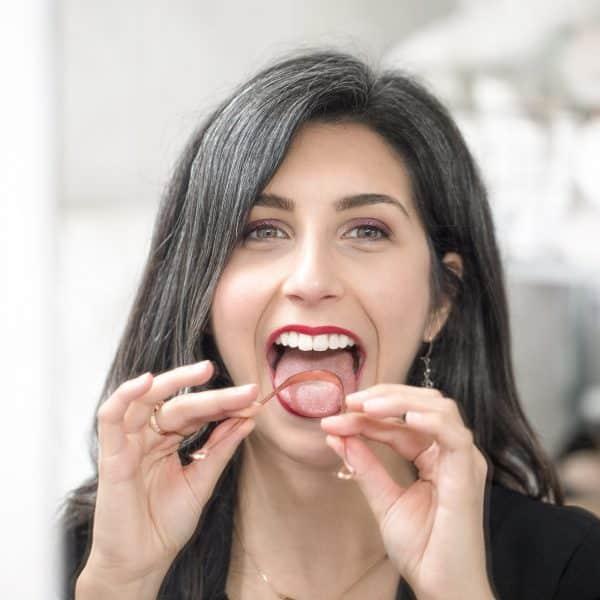 gratte langue bouche