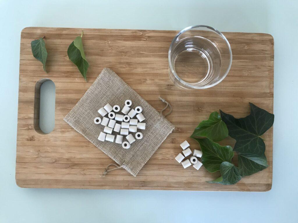 perles de céramique grises pour purifier l'eau