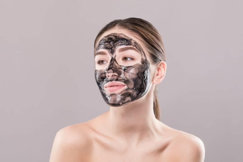 Masque au charbon actif contre la pollution