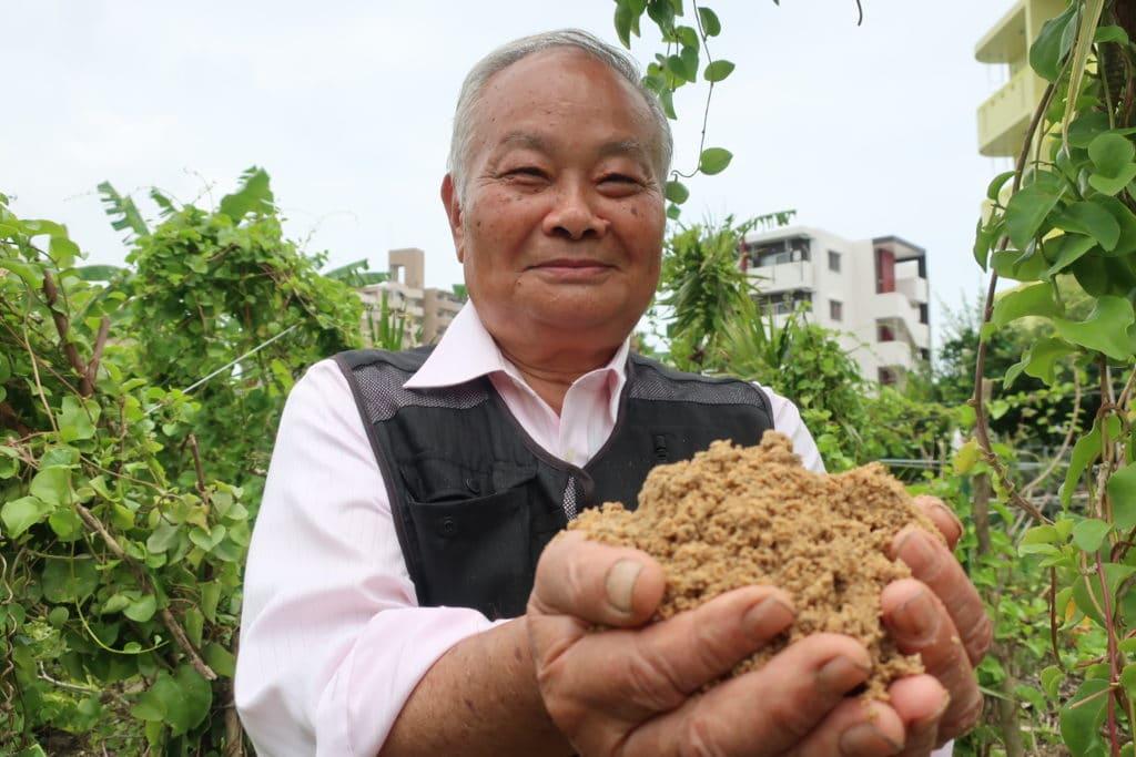 docteur Teruo Higa et les terres pour purifier l'eau